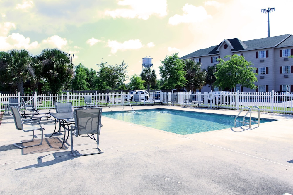 Outdoor Pool, Ashton Inn & Suites