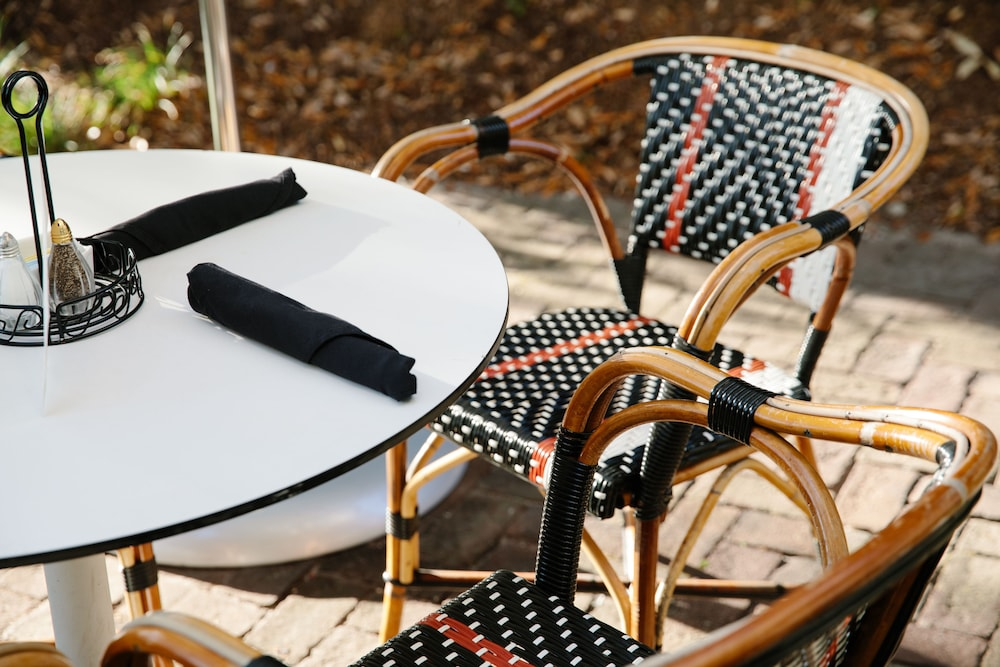 Outdoor Dining, Grand Bohemian Hotel Charleston, Autograph Collection