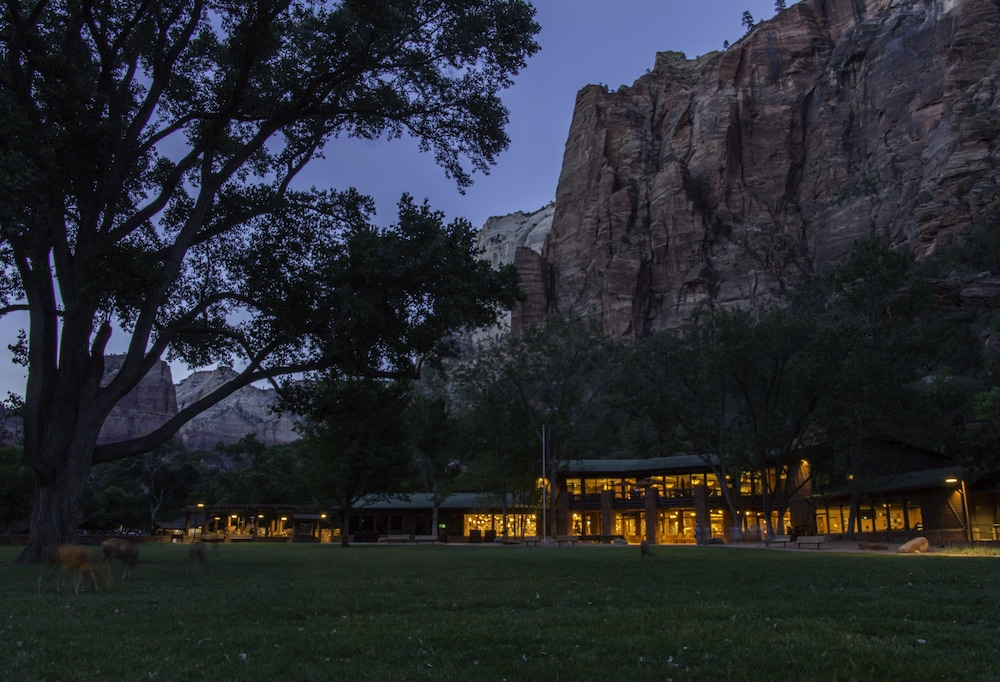 Front of Property - Evening/Night, Zion Lodge - Inside The Park
