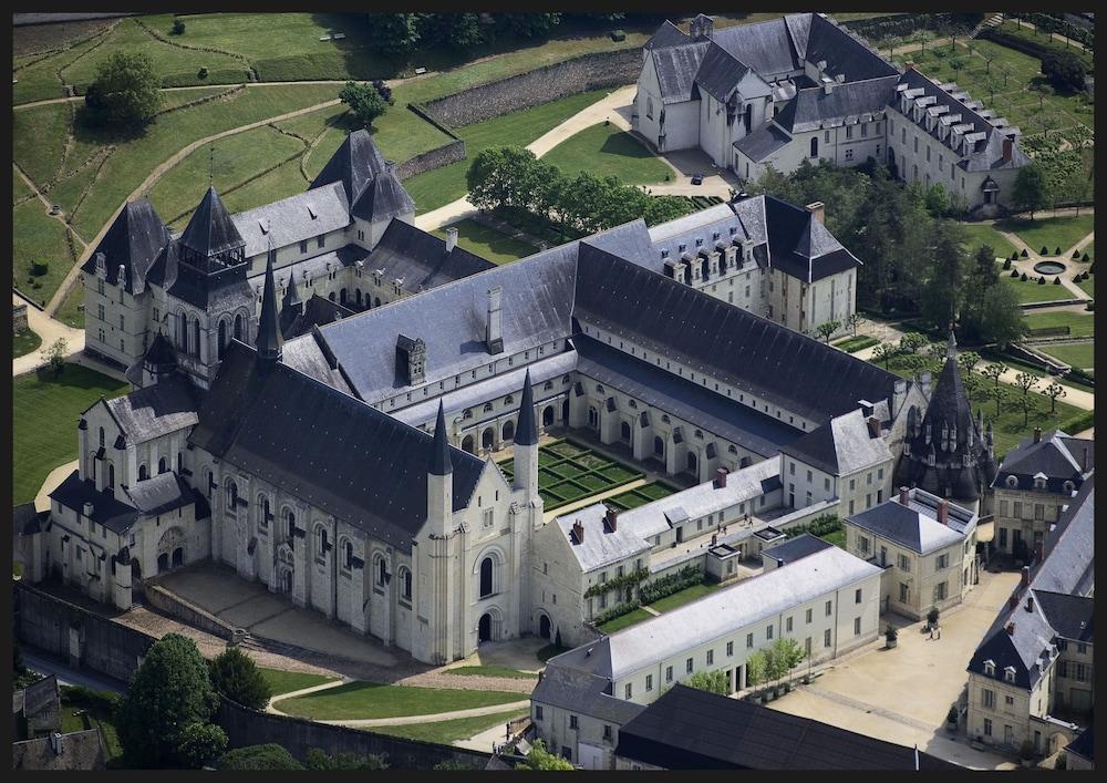 Book fontevraud l 39 h tel fontevraud l 39 abbaye hotel deals - Hotel abbaye de fontevraud ...