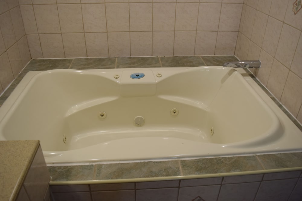Jetted Tub, Budget Inn La Puente