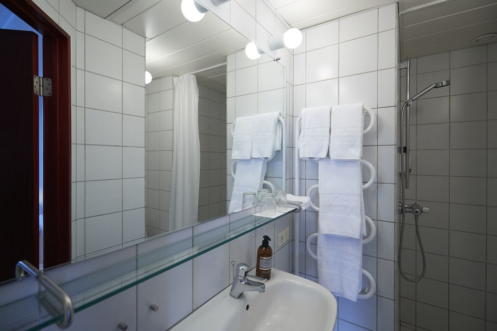 Bathroom, Hotel Akureyri