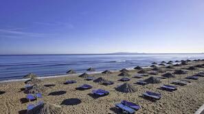 Beach nearby, free beach shuttle, 10 beach bars
