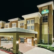 La Quinta Inn & Suites by Wyndham Victoria - South