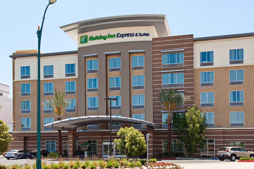 Holiday inn express suites anaheim resort area deals for Hotels orange