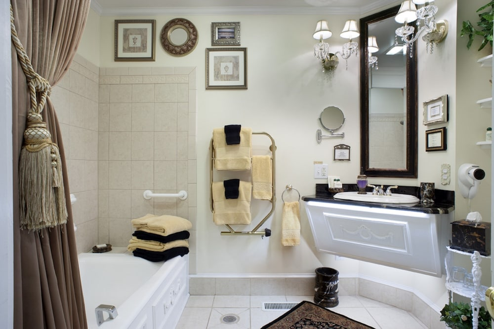 Bathroom, Abbington Green Bed & Breakfast Inn