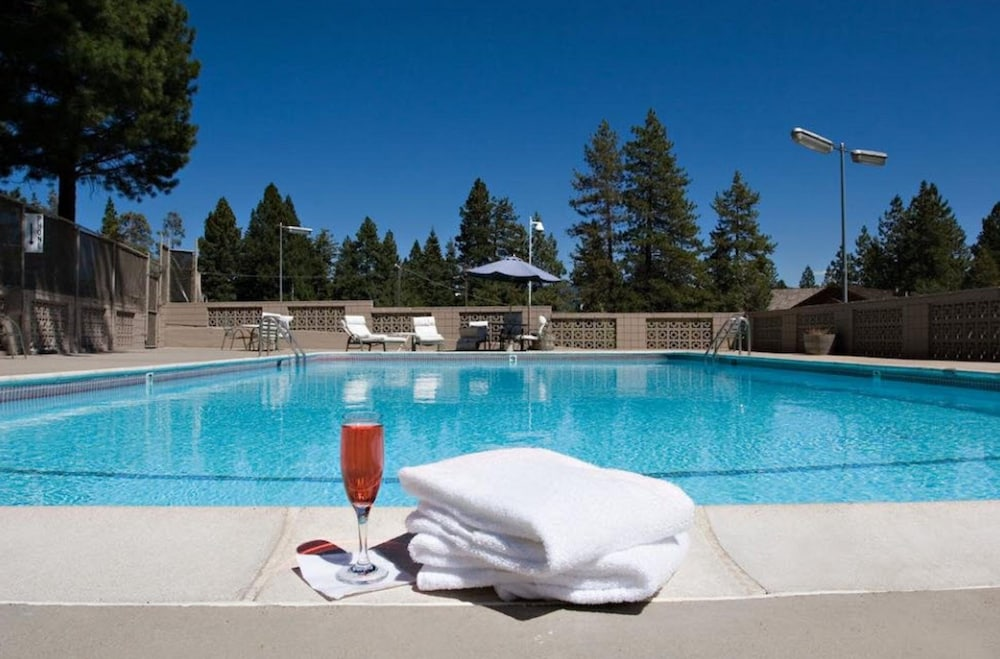 Outdoor Pool, Tahoe Biltmore Lodge & Casino