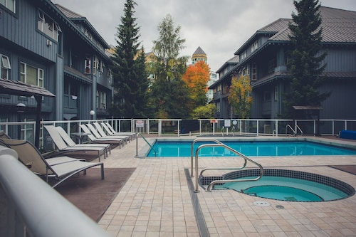 Glacier Lodge - Luxury Condo