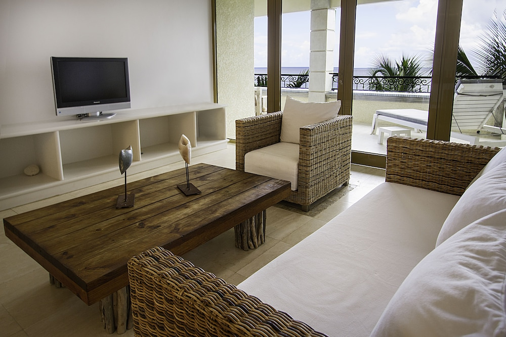 Living Area, The Bellafonte - Luxury Oceanfront Hotel