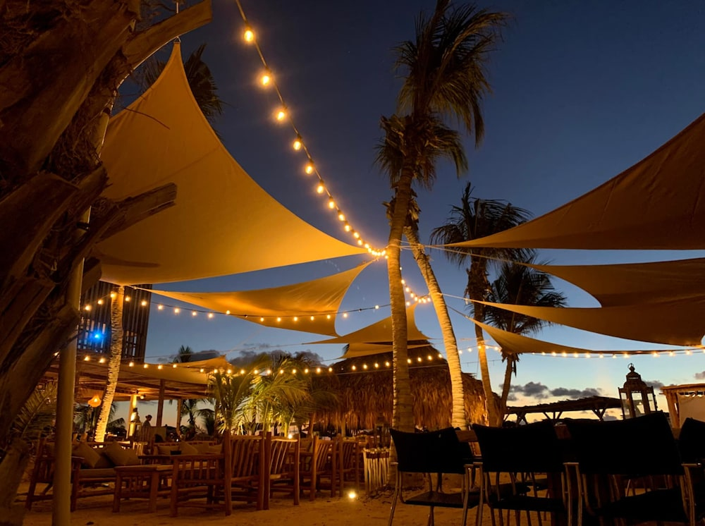 Outdoor Dining, The Bellafonte - Luxury Oceanfront Hotel