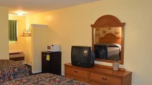 Iron/ironing board, rollaway beds, WiFi