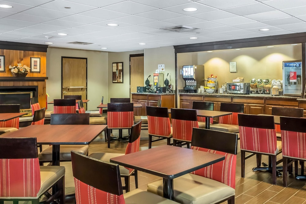 Breakfast Area, Comfort Suites Near Casinos