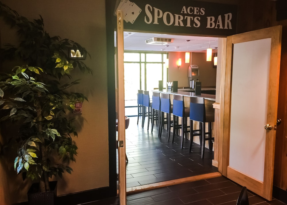 Sports Bar, Comfort Suites Near Casinos