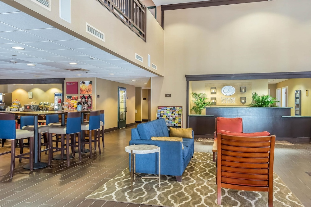 Lobby, Comfort Suites Near Casinos