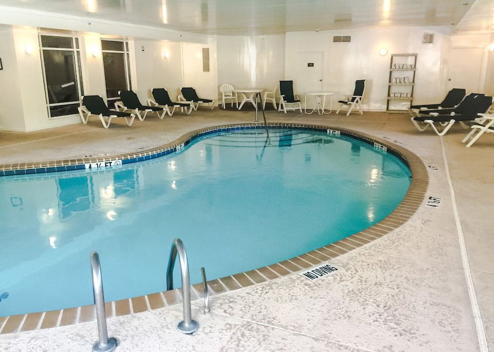 Pool, Comfort Suites Near Casinos