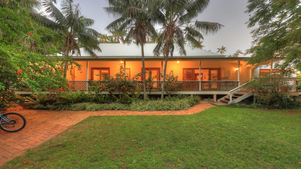 Front of Property, Beachcomber Lodge
