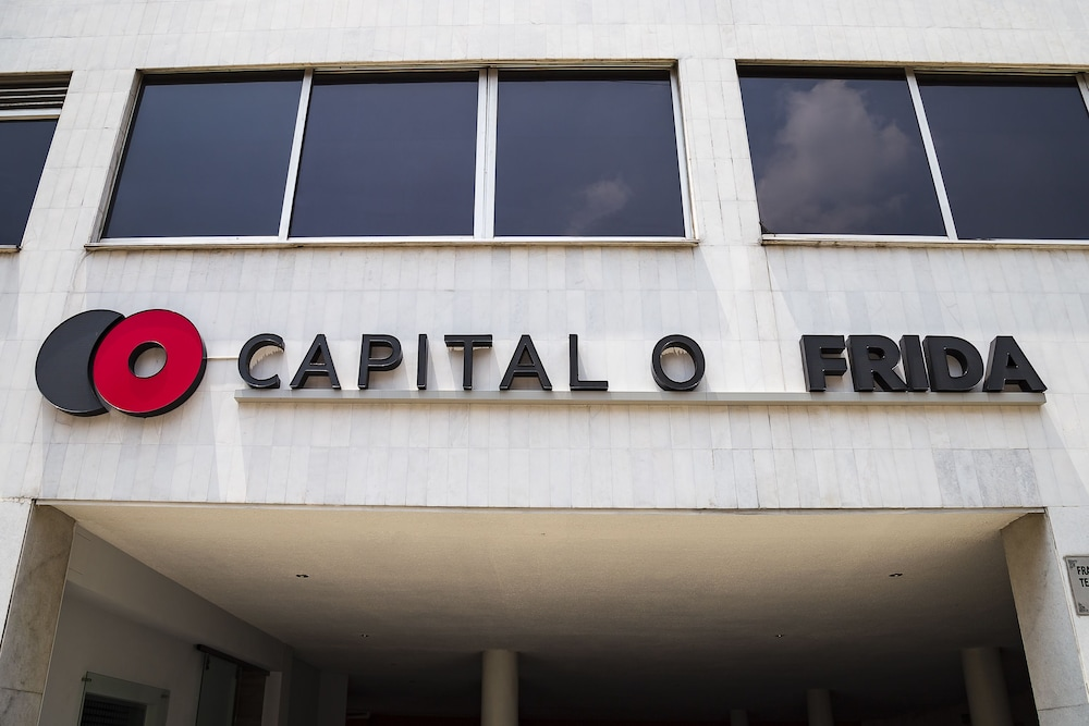Front of Property, Capital O Frida Costazul