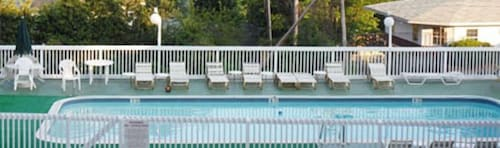 Outdoor Pool, Pinebrook Motel