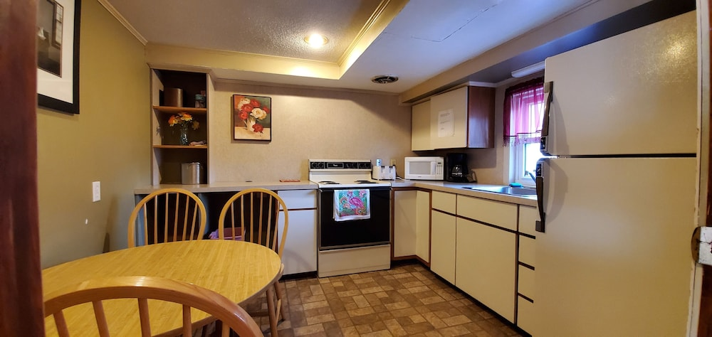Private Kitchen, Pinebrook Motel
