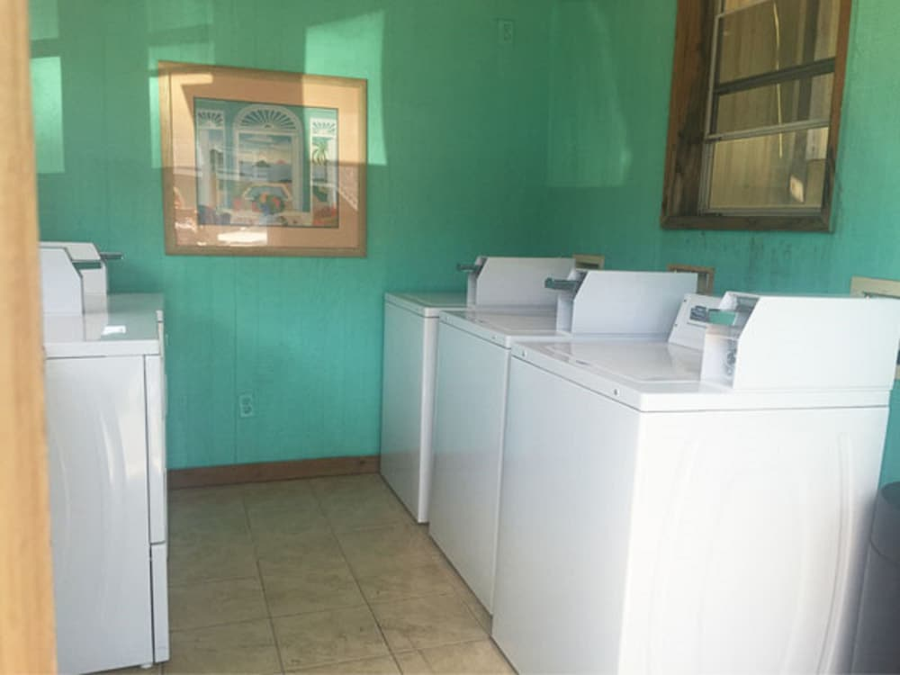Laundry Room, Drifters Reef Hotel