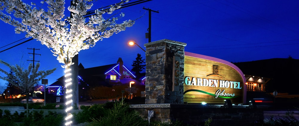 Front of Property - Evening/Night, Gibsons Garden Hotel