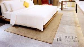 高級寢具、羽絨被、保險箱、書桌