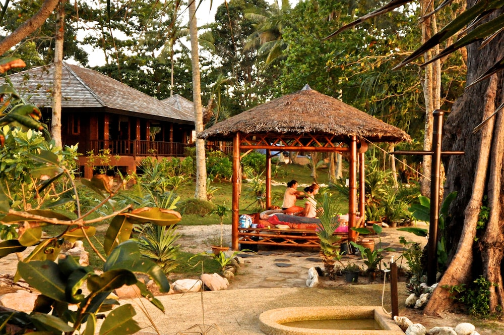 "Massage, Koh Jum Beach Villas ""A member of Secret Retreats"""
