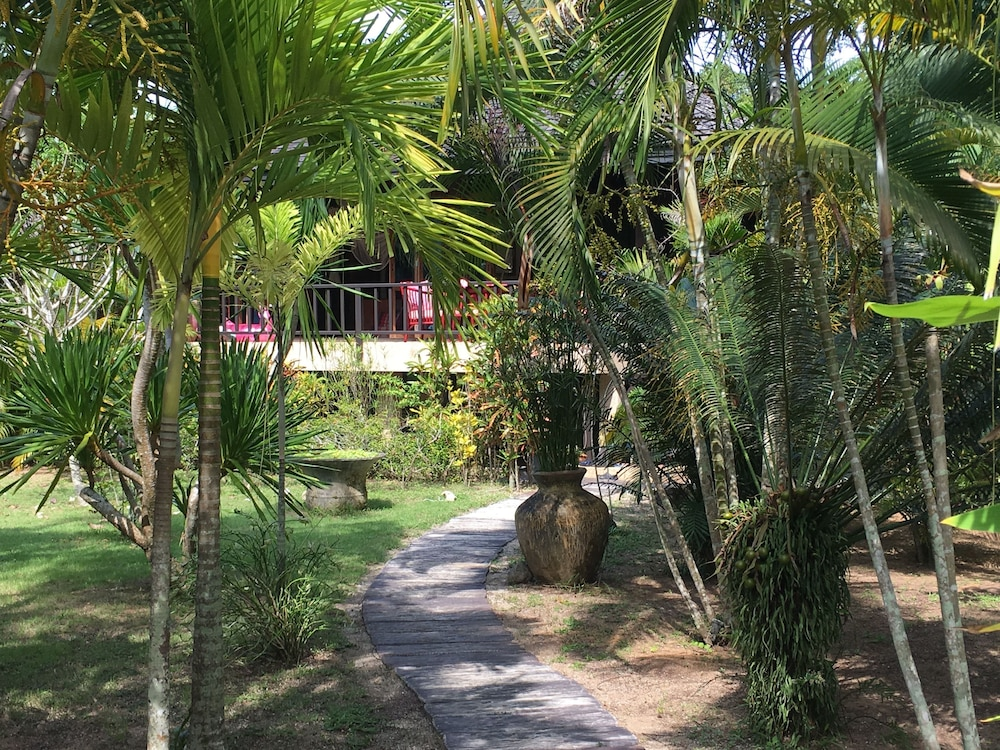 "Garden View, Koh Jum Beach Villas ""A member of Secret Retreats"""