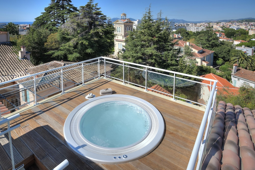 Outdoor Spa Tub, La Bastide de l'Oliveraie