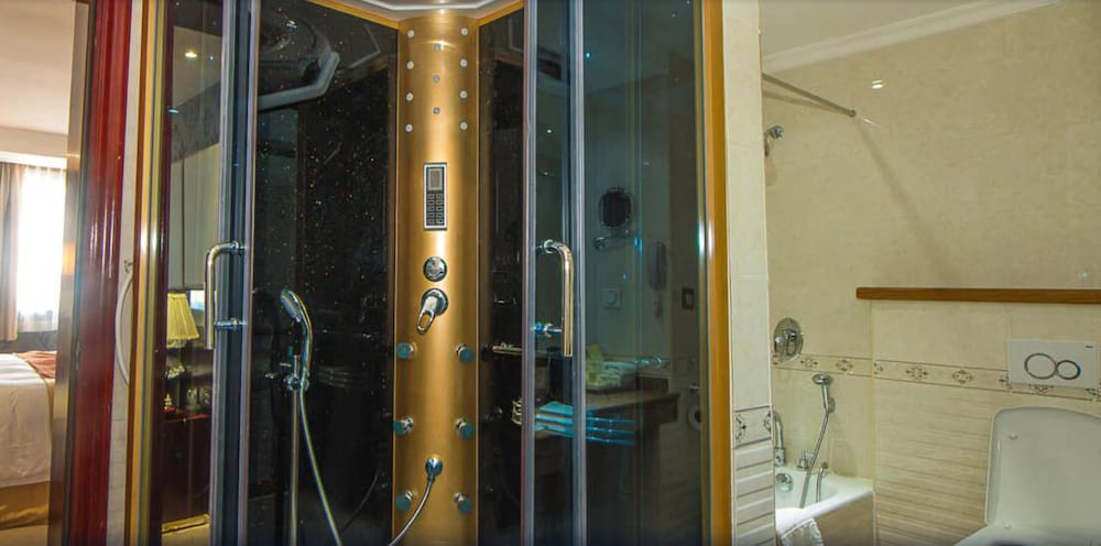 Bathroom Shower, Grand Legacy Hotel