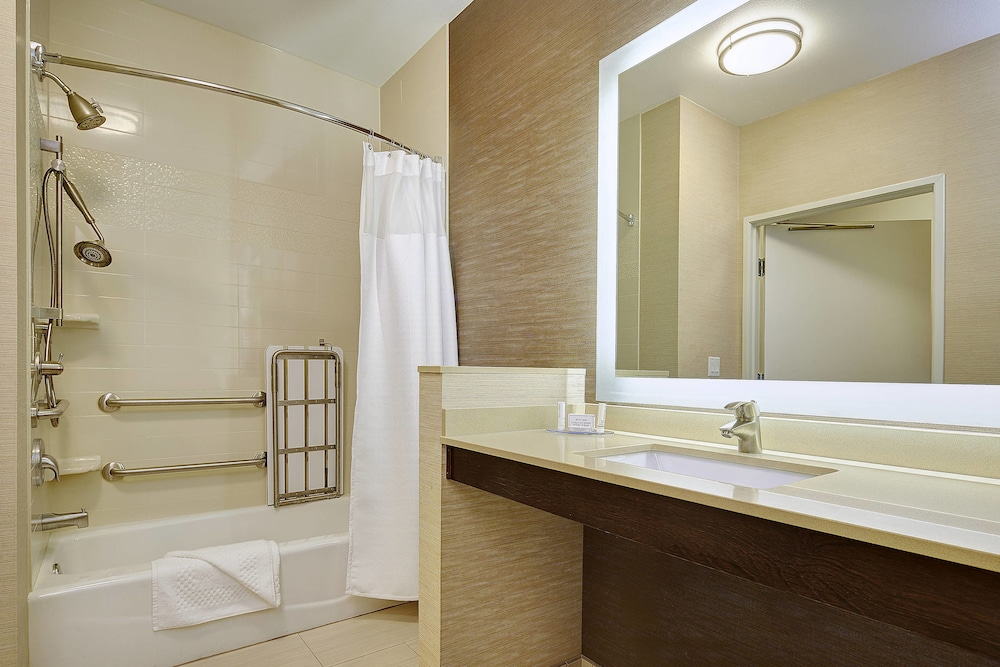 Bathroom, Fairfield Inn & Suites San Diego Carlsbad
