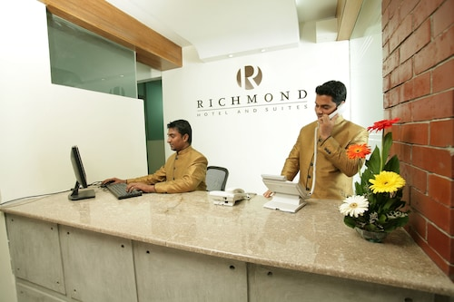 Richmond Hotel & Suites