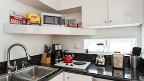 大型雪櫃/冰箱、微波爐、咖啡機/沖茶器、多士爐