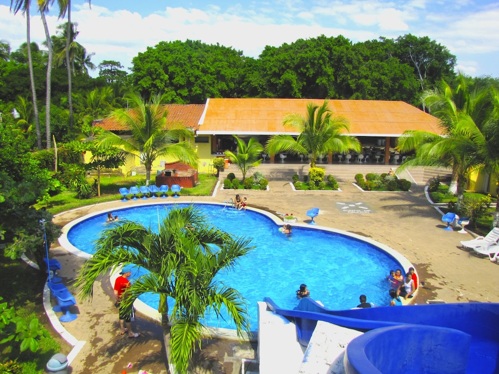 Outdoor Pool, Tropiclub Playa El Cuco