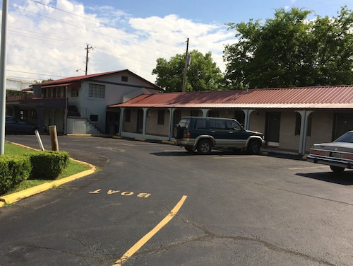 Great Place to stay Budget Inn near Scottsboro