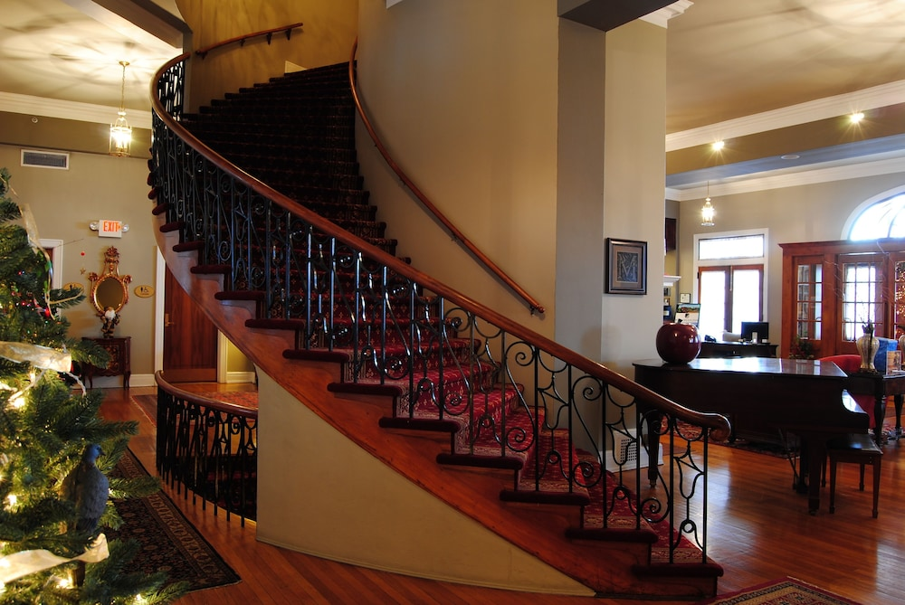Book mimslyn inn historic hotels of america luray hotel for Oldest hotels in america