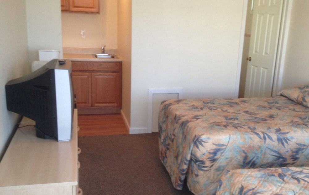 Private Kitchenette, Island Breeze Motel