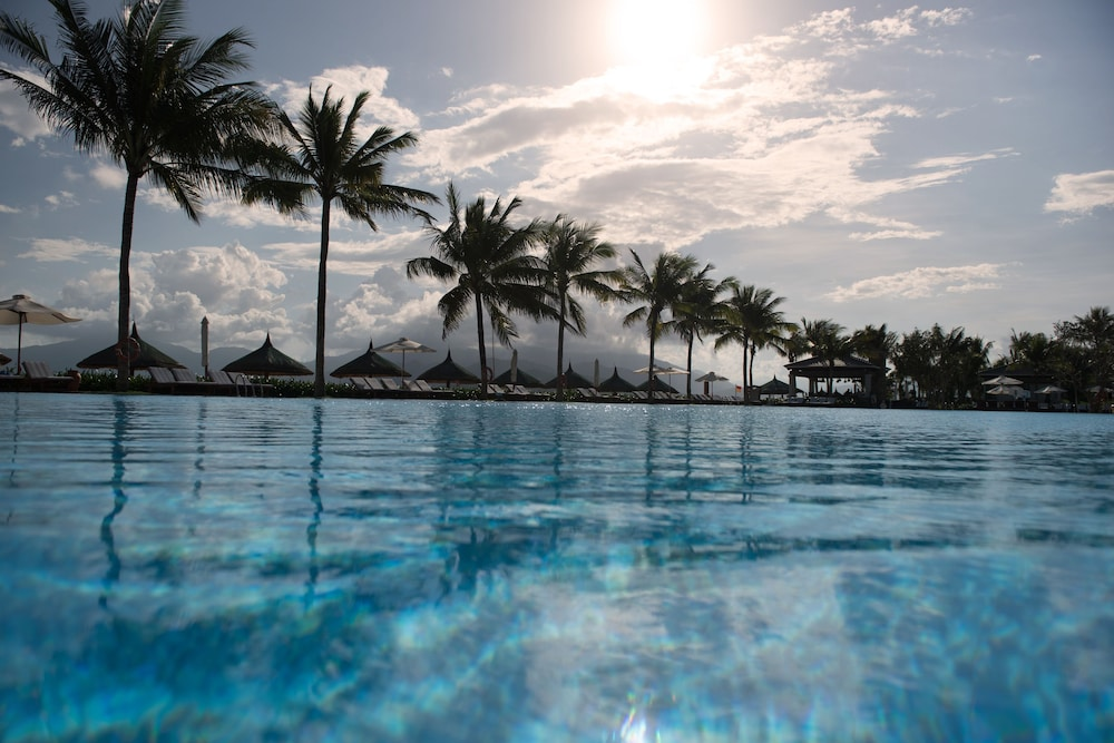 Outdoor Pool, Vinpearl Resort & Spa Nha Trang Bay