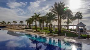 7 개의 야외 수영장, 수영장 파라솔, 일광욕 의자