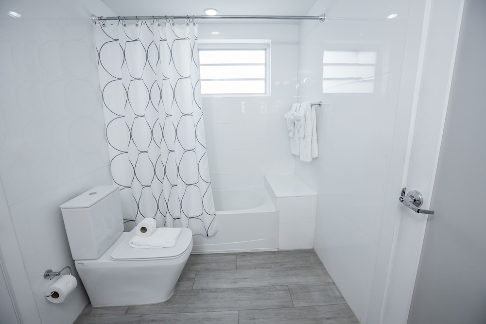 Bathroom, Seaside All Suites Hotel, a South Beach Group Hotel