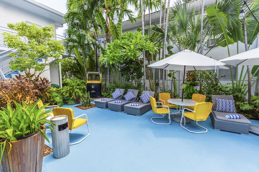 Courtyard, Seaside All Suites Hotel, a South Beach Group Hotel