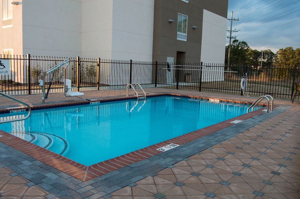 Pool, Holiday Inn Express Slidell, an IHG Hotel