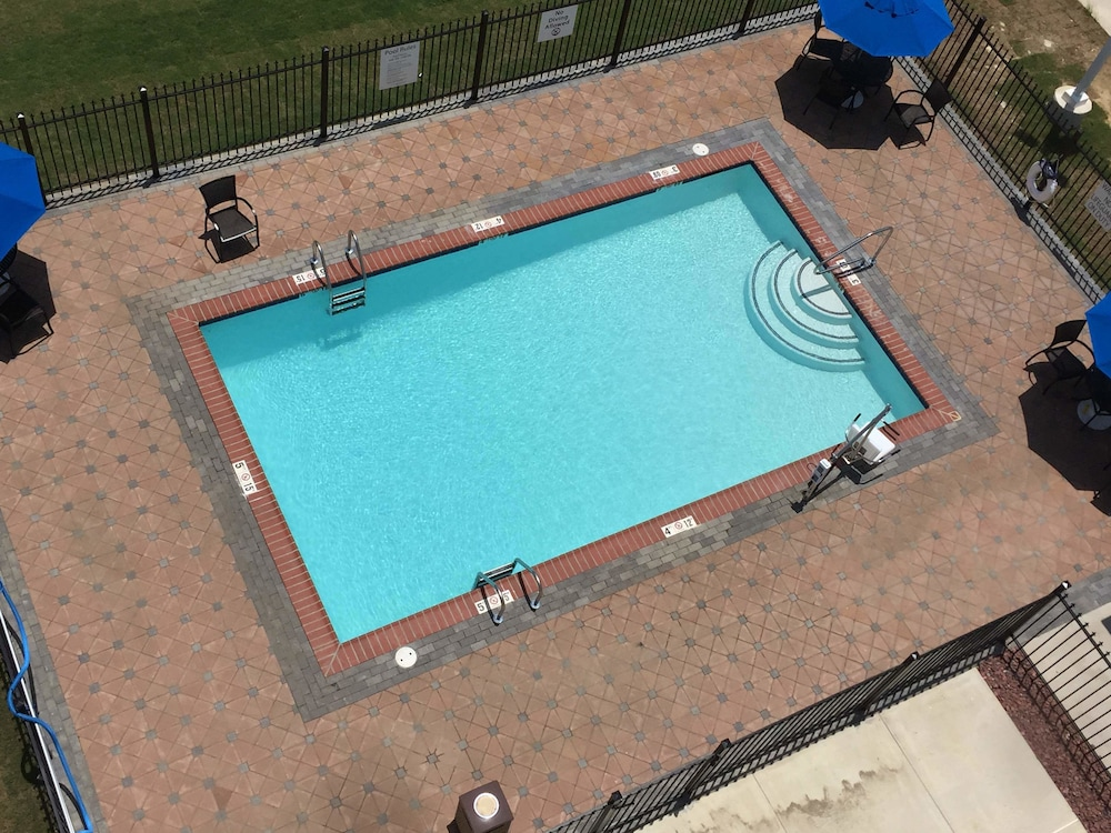 Outdoor Pool, Holiday Inn Express Slidell, an IHG Hotel