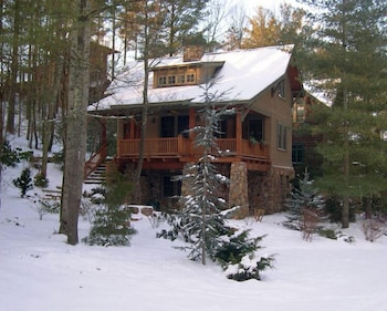 Cheshire Cabins and Treehouse Rentals, Asheville: 2019 Room