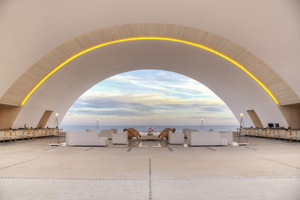 Featured Image Interior Entrance Marquis Los
