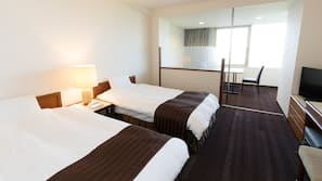房內夾萬、書桌、免費 Wi-Fi、床單
