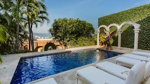 3 outdoor pools, sun loungers