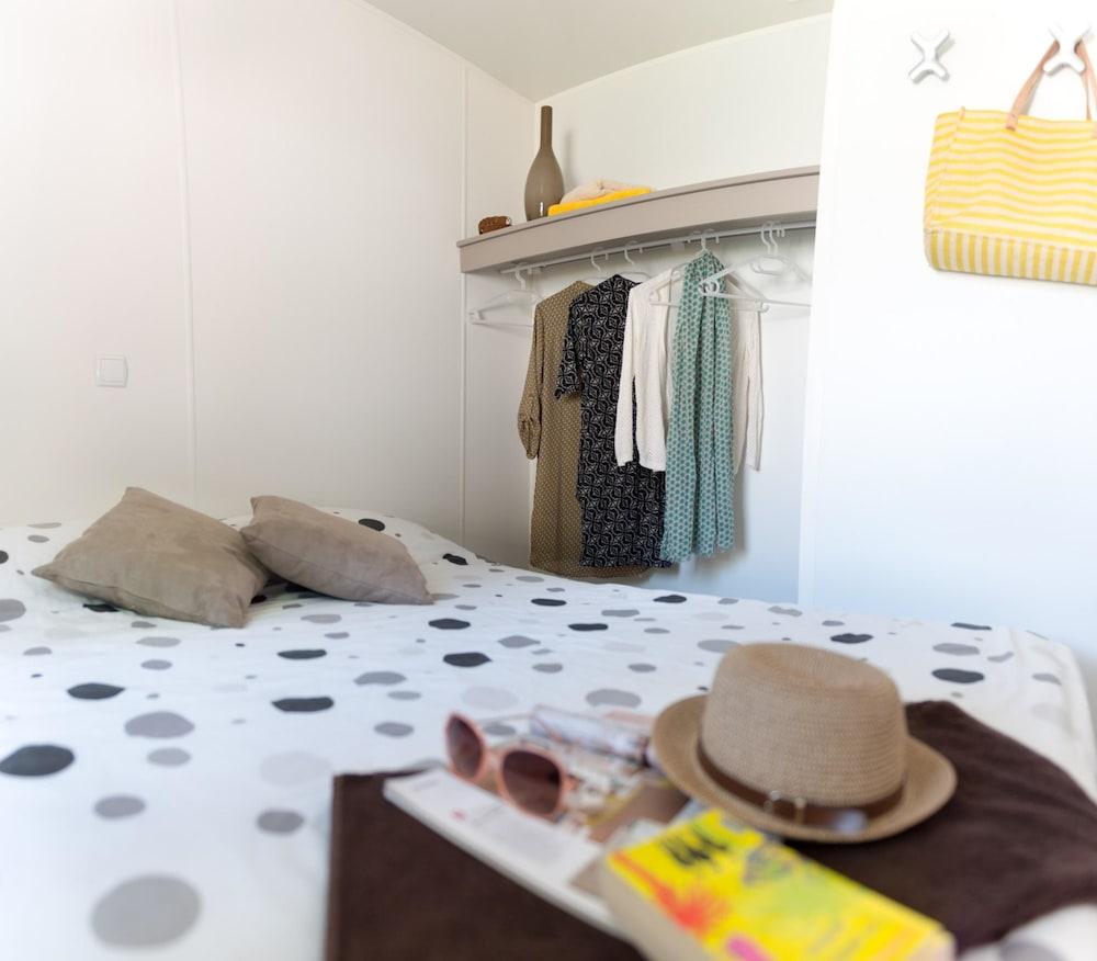 Camping Domaine de Dugny in Veuzain-sur-Loire | Cheap Hotel