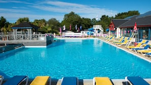 Indoor pool, outdoor pool, lifeguards on site