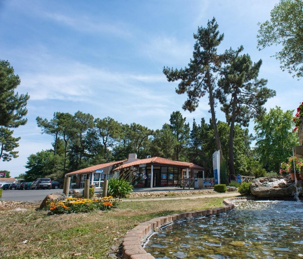 Camping du Bois Masson, Vendée, Ranska Hinnat, huoneet ja  ~ Camping Du Bois Masson